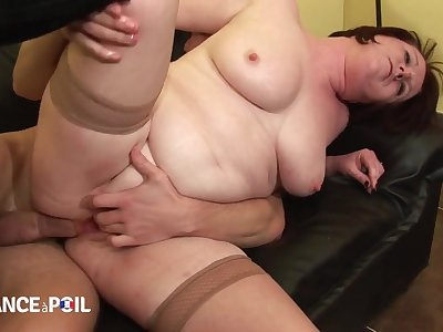 Big Pulchritudinous Women Mommy Katia, 44 Yo, Gets Analized