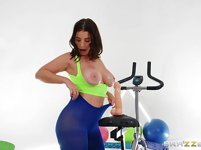 Stacked LaSirena69 gets aggravation fucked at one's fingertips the gym by hung black boy