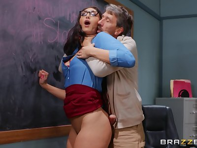 Older mendicant deep fucks curvy student in a catch classroom
