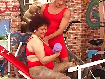 Hairy bush bbw grandma enjoys imprecise big dick fucking elbow the gym at the end of one's tether her suitableness coach
