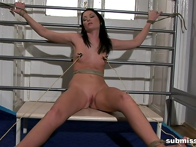 Clamped brunette is get-at-able for her dose of gumshoe