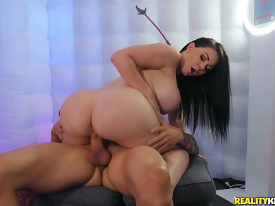 Good looking MILF Brooke Beretta gives amazing titjob with her obese juggs