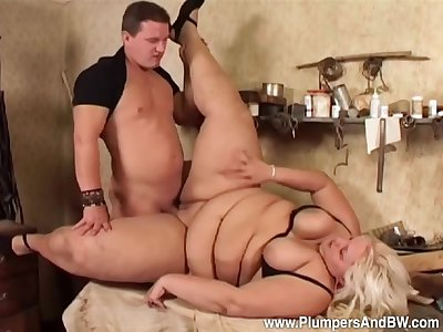 Man deep fucks the chubby aunt and cums on her tits