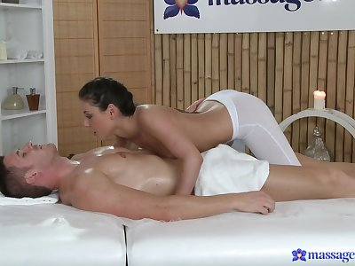 Masseuse feels like playing back this man's dick a few rounds